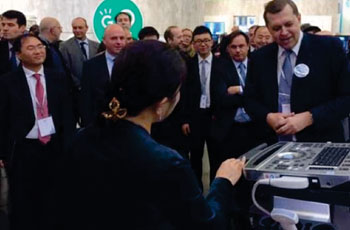 Image: At the 2014 European Congress of Radiology (ECR), held in March 6-14 in Vienna (Austria), Mindray launched the M9 portable ultrasound system. ECR 2014 president, Prof. Valentin Sinitsyn unveiled the M9 to a large audience at the Congress (Photo courtesy of Mindray)